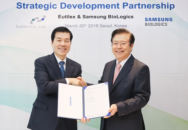 Samsung Biologics CEO, Tae-han Kim and Dr. Byoung S. Kwon