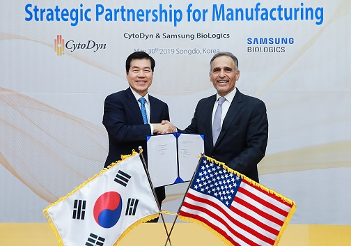 Samsung Biologics CEO shaking hands with CytoDyn's president and CEO